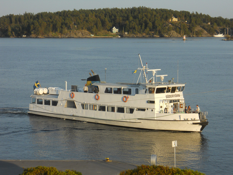 how to get to archipelago from stockholm